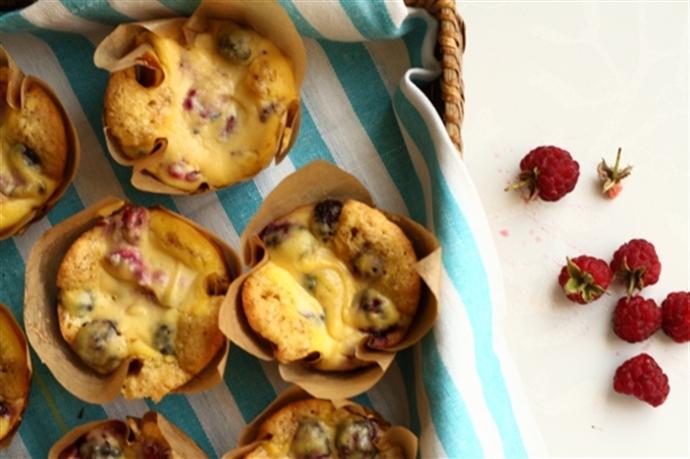 Muffins cu ricotta si fructe de padure 23