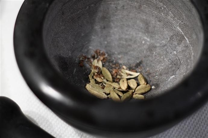 Prajitura cu pere, martipan si ciocolata 4