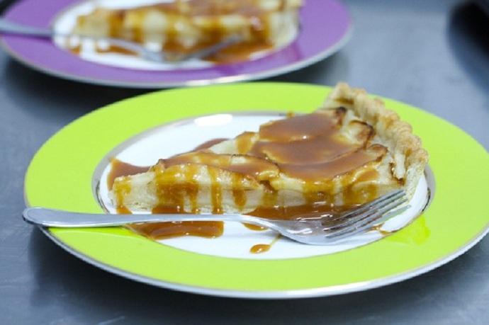 Tarta cu mere si deliciosul ei prieten sosul de caramel 6